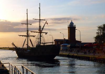Rejs statkiem na zachód słońca